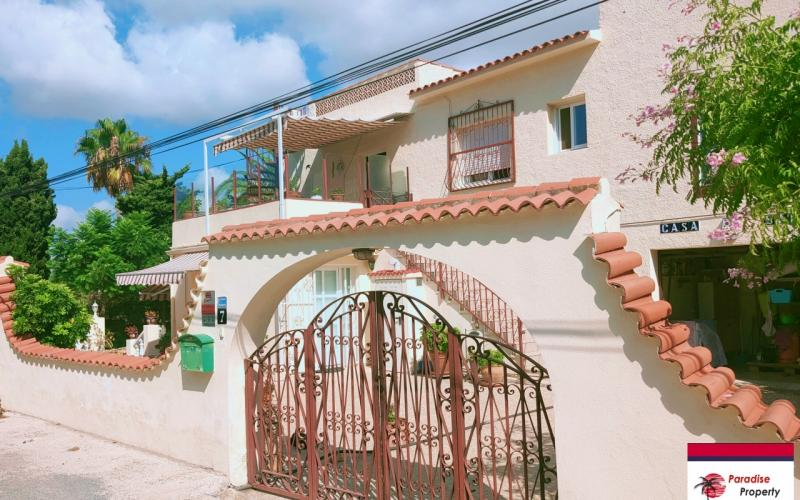 Villa with many possibilities in Albir